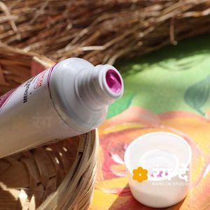 Buy Medium Magenta Purple Artists Acrylic Colours Camlin Online from Rang De Studio